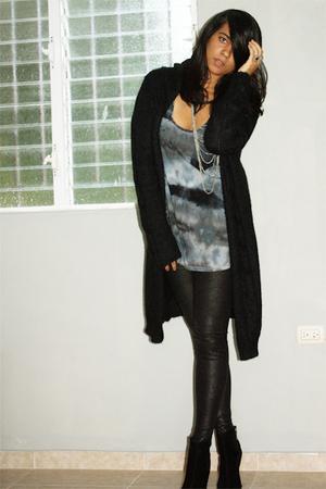 black second hand sweater - blue top - black leggings - black boots