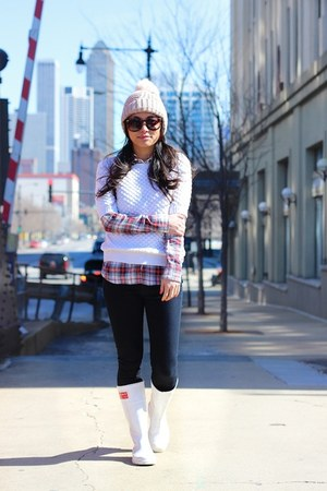 neutral pom beanie Topshop hat - white rainboots Burberry boots