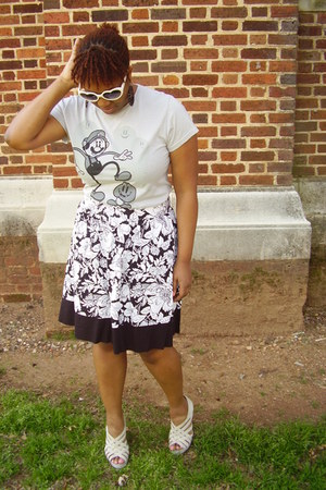 heather gray cartoon Tee-shirt shirt - flower print black and white skirt