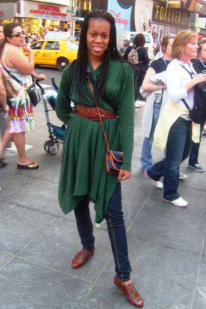 green cardigan - brown Steve Madden shoes - brown belt - jeans - purse