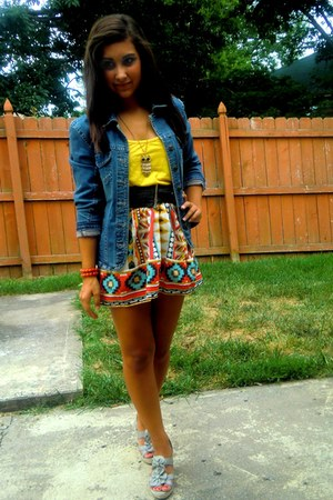 brick red printed Wet Seal skirt - blue denim jacket jacket