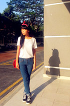 white H&M t-shirt - skinny Forever 21 jeans - red bag - navy nike sneakers