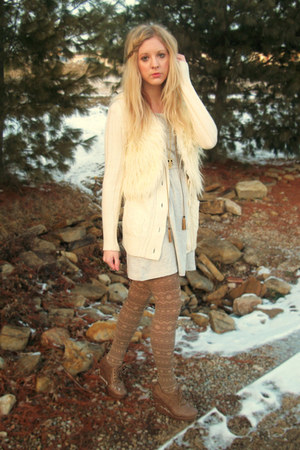lace-up wedges - cream faux fur vest