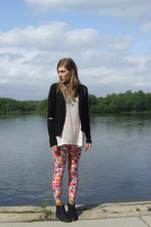 black Forever 21 cardigan - pink H&M top - thrifted leggings - gold Cant remembe