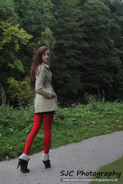 red leggings - black boots - tan coat