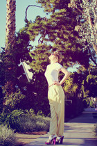 light yellow trouser pants vintage pants - white v neck Gap t-shirt