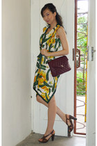 green scarfdress D&G dress - maroon vintage 1980s Chanel bag