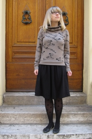 Only sweater - Esprit skirt - Calzedonia tights - Air Step shoes