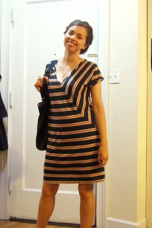 navy striped madewell dress - black Gap bag