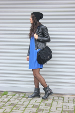 black leather Oasapcom boots - navy cotton Zara dress