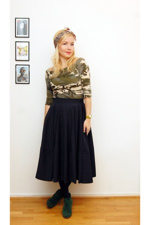 navy COS skirt - army green shirt - forest green wedges
