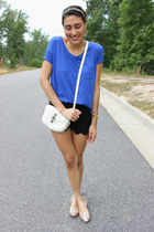 blue American Eagle shirt - white cross body bag