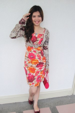 floral Parisian flats - Renoma dress - red purse