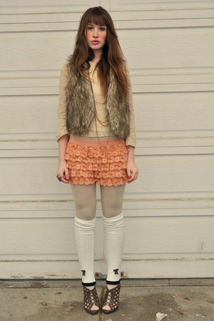 peach Forever 21 lingerie shorts - brown blue notes vest - beige lace lace top t