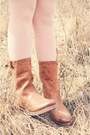 Gray-floppy-hat-bow-hat-hat-brown-boots-boots-light-purple-dress-dress