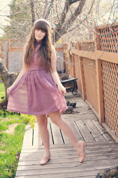 magenta Mod Cloth dress - light purple Dolly Darling hair accessory