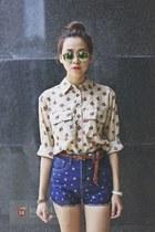 blue jeans - dark brown belt - white accessories - bronze glasses