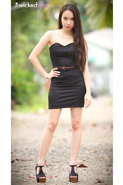 black lbd dress - crimson braided belt - black chunky heels