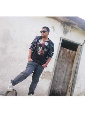 vintage jeans - By Will J Santos shirt - Ray Ban sunglasses - Riachuello t-shirt