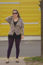 brown flowered Cuesta Blanca cardigan - violet leggings - long black t-shirt