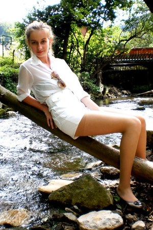 white high-waisted H&M shorts - brown vintage christian dior sunglasses - white