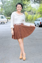 dark brown skirt - ivory knitted shirt - neutral belt - bronze heels