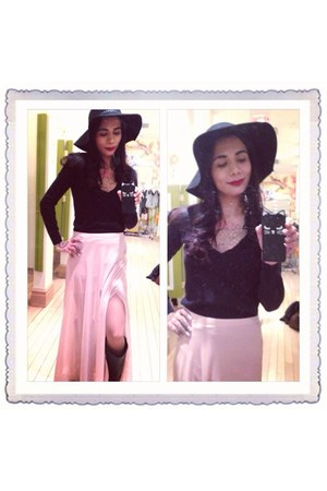 black v neck sweater - black cat iphone case - light pink maxi Forever 21 skirt