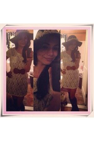 black floppy sun Wet Seal hat - white lace Forever 21 dress - hair accessory