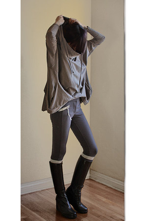 tan JNBY top - black ann demeulemeester boots - gray Pencey leggings