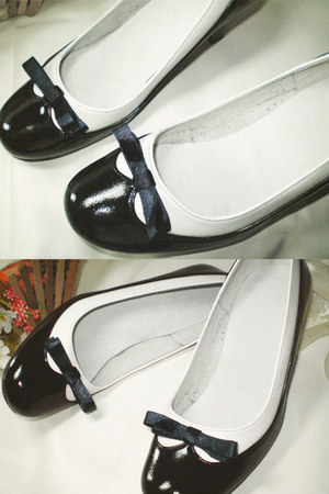 navy leather Seek & Seed heels