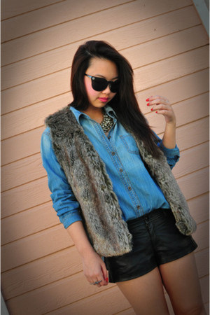 light brown faux fur Forever 21 vest - chambray Urban Outfitters shirt
