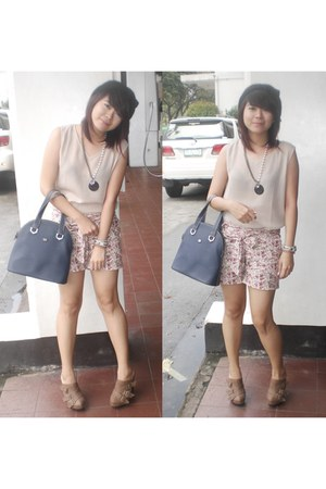 light pink JustG shorts - dark khaki from hongkong blouse