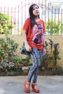 Charcoal-gray-snakeskin-redhead-leggings-carrot-orange-loose-cotton-blouse