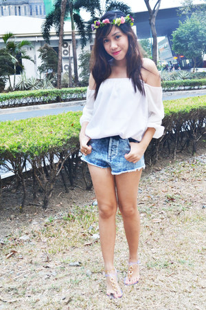 white CROW top - navy denim cut offs Topshop shorts