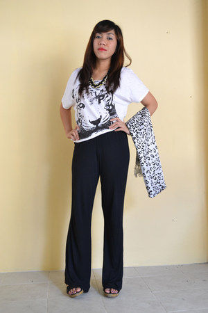 white tiger head Greenhills top - black wide leg landmark pants