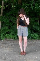 beige high waisted vintage shorts - black Old Navy shirt