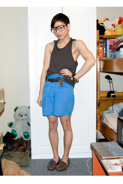 Urban Outfitters top - Guess belt - vintage shorts - vintage shoes - Urban Outfi