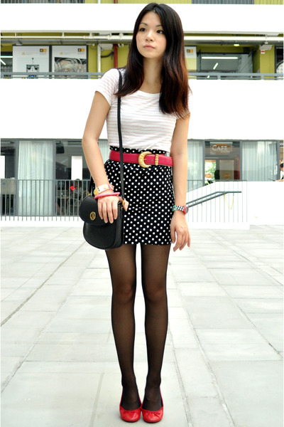 white H&M t-shirt - black cotton on skirt - red maud frizon shoes - pink vintage