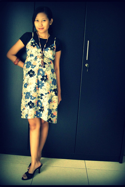 basic t-shirt - bought in Thailand dress - Vincci shoes - ethnic necklace - wood