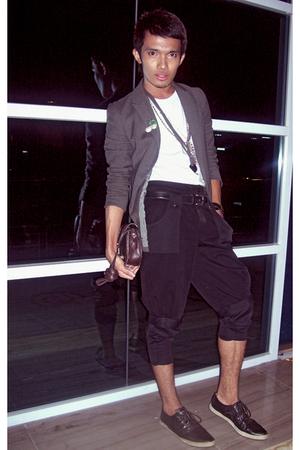 Judge shirt - Onesimus blazer - Yves Identify shorts - Yves Identify accessories