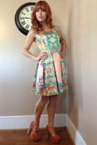exotic floral LoveFire dress - light orange shoe republic LA pumps