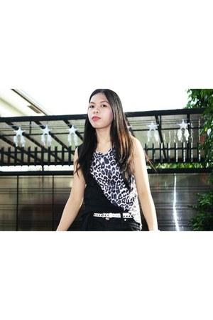 animal print random brand top - black random brand shorts - white random belt