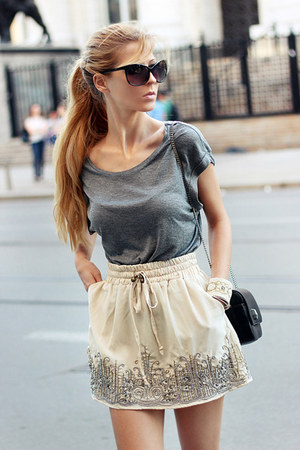 ivory skirt - black bag - charcoal gray t-shirt - black flats