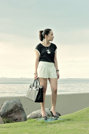 black Trunkshow top - ivory Bershka shorts - black Jessica Simpson heels