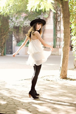black cowboy vintage hat - white Chicwish dress - black gift tights