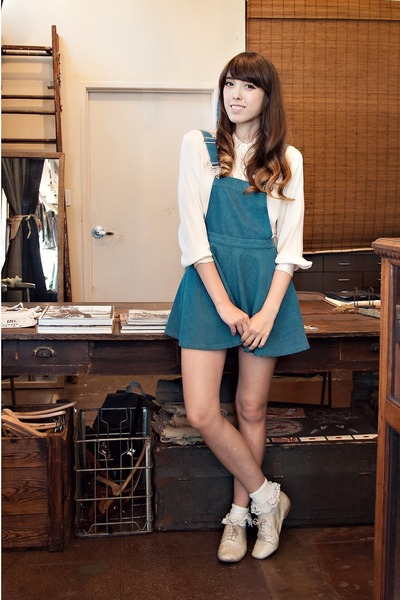 ivory silk vintage blouse - cream oxfords shoes - navy Style Stalker dress